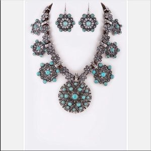 Jewelry - Silver & Turquoise Floral Statement Necklace Set